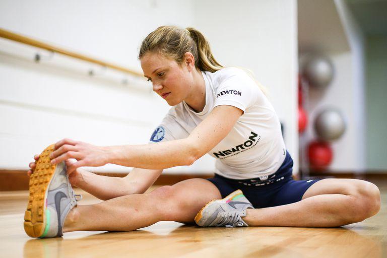 Stretching e riscaldamento per allenamento con i pesi